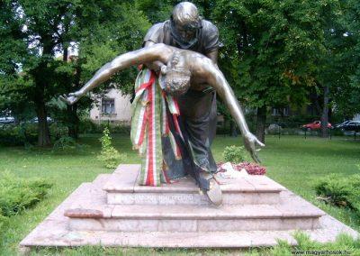 Vác II.vh emlékmű 2008.08.04.küldő-Prong (1)