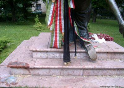 Vác II.vh emlékmű 2008.08.04.küldő-Prong (2)