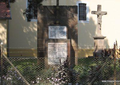 Vácduka világháborús emlékmű 2009.09.28. küldő-kalyhas (1)
