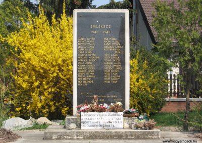 Váchartyán II.vh emlékmű 2009.04.10. küldő-kalyhas (1)