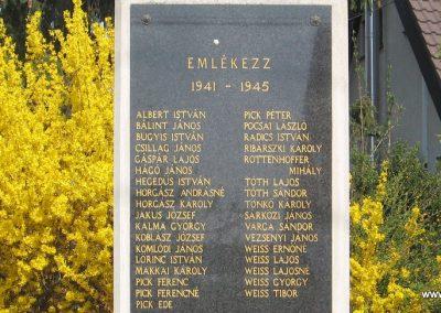 Váchartyán II.vh emlékmű 2009.04.10. küldő-kalyhas (2)