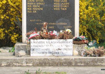 Váchartyán II.vh emlékmű 2009.04.10. küldő-kalyhas (3)
