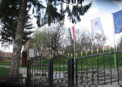 Váckisújfalu világháborús emlékmű 2009.04.10. küldő-kalyhas