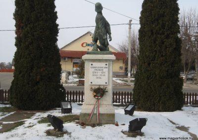 Vácszentlászló Hősi emlékmű 2010.01.26. küldő-kalyhas (4)