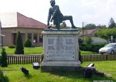 Vácszentlászló hősi emlékmű 2014.09.18. küldő-Sümegi Csaba (10)