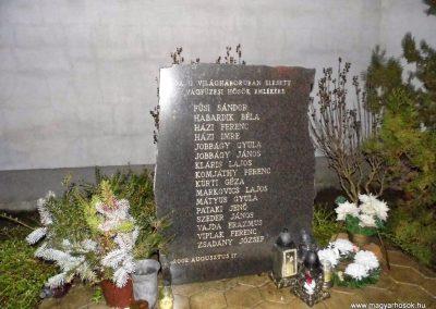 Vágfüzes II. világháborús emlékmű 2014.03.16. küldő-Méri (2)
