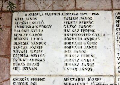 Vál II. világháborús emlékmű 2015.04.06. küldő-Méri (2)