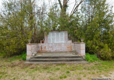Vál II. világháborús emlékmű 2015.04.06. küldő-Méri