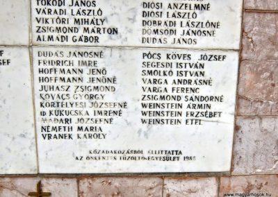 Vál II. világháborús emlékmű 2015.04.06. küldő-Méri (5)