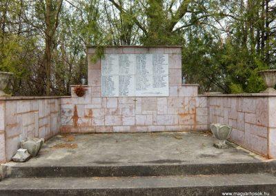 Vál II. világháborús emlékmű 2015.04.06. küldő-Méri (6)