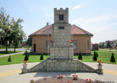 Vállaj világháborús emlékmű 2014.08.04. küldő-kalyhas (1)