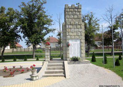 Vállaj világháborús emlékmű 2014.08.04. küldő-kalyhas (2)
