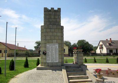 Vállaj világháborús emlékmű 2014.08.04. küldő-kalyhas (6)
