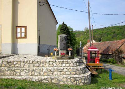 Vállus II. világháborús emlékmű 2014.04.13. küldő-Sümegi Andrea (1)