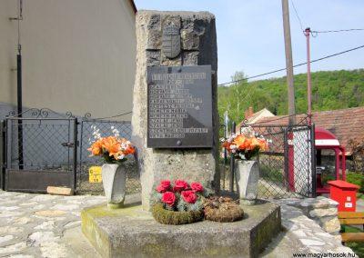 Vállus II. világháborús emlékmű 2014.04.13. küldő-Sümegi Andrea (2)