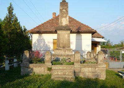 Vámosújfalu világháborús emlékmű 2009.05.09.küldő-Ágca