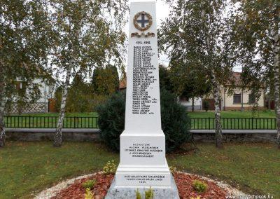 Vámoscsalád világháborús emlékmű 2014. 10.23. küldő-kalyhas (2)