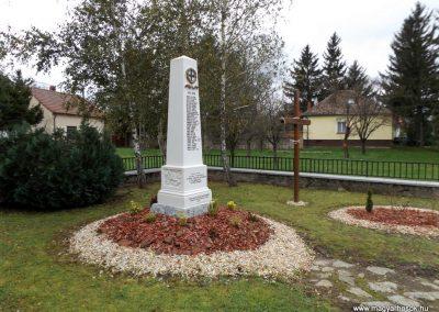 Vámoscsalád világháborús emlékmű 2014. 10.23. küldő-kalyhas (3)
