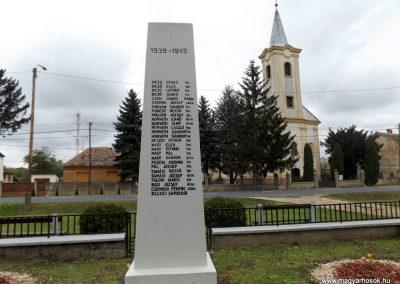 Vámoscsalád világháborús emlékmű 2014. 10.23. küldő-kalyhas (5)
