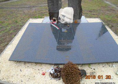 Vámosmikola felújított világháborús emlékmű 2018.01.20. küldő-Fehér Mónika (6)