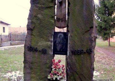 Vámosmikola világháborús emlékmű 2013.03.18. küldő-kalyhas (4)