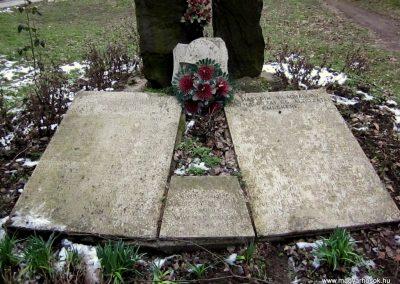 Vámosmikola világháborús emlékmű 2013.03.18. küldő-kalyhas (9)