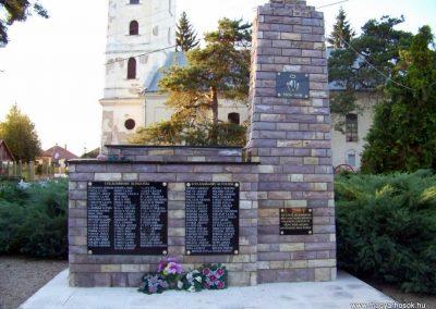 Váncsod világháborús emlékmű 2010.08.20. küldő-TÜNCI (1)
