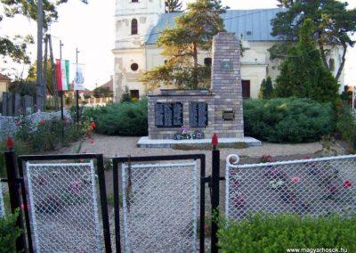 Váncsod világháborús emlékmű 2010.08.20. küldő-TÜNCI