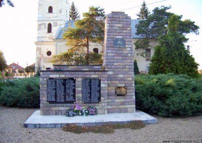 Váncsod világháborús emlékmű 2010.08.20. küldő-TÜNCI (6)