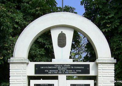 Váralja világháborús emlékmű 2006.08.26. küldő-Bagoly András (2)