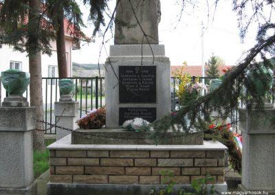 Váraszó világháborús emlékmű 2008.04.22. küldő-kalyhas (3)