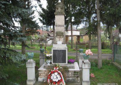 Váraszó világháborús emlékmű 2008.04.22. küldő-kalyhas