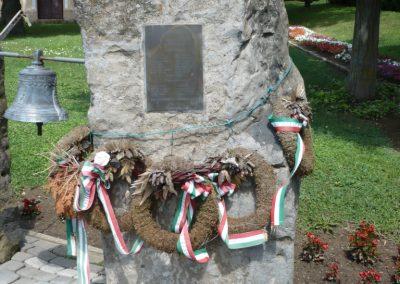 Várda hősi emlékmű 2010.08.04. küldő-Sümec (8)