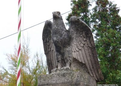 Várdomb világháborús emlékmű 2007.10.22.külő-Horváth Zsolt (1)