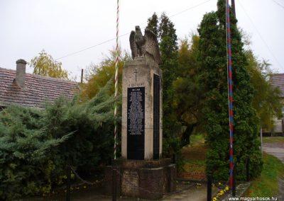 Várdomb világháborús emlékmű 2007.10.22.külő-Horváth Zsolt (6)