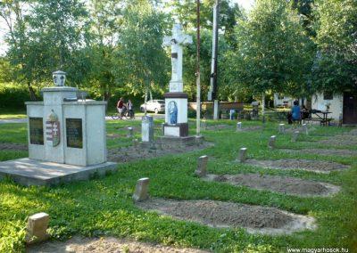 Várfölde II.vh emlékmű és katonasírok 2010.06.29. küldő-Sümec (10)