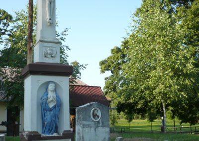 Várfölde II.vh emlékmű és katonasírok 2010.06.29. küldő-Sümec (2)