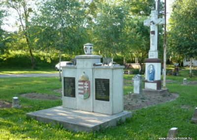 Várfölde II.vh emlékmű és katonasírok 2010.06.29. küldő-Sümec (4)