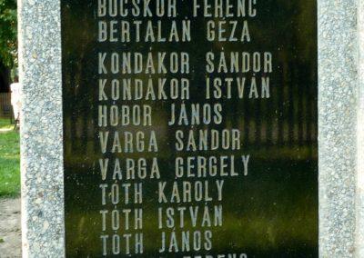 Várfölde II.vh emlékmű és katonasírok 2010.06.29. küldő-Sümec (5)