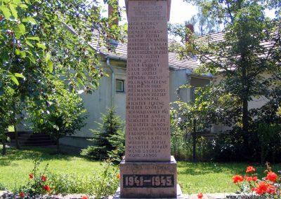 Várgesztes II.világháborús emlékmű 2012.06.16. küldő-Méri (1)