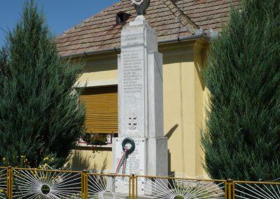 Várkesző világháborús emlékmű 2009.07.24.küldő-Sümec (5)