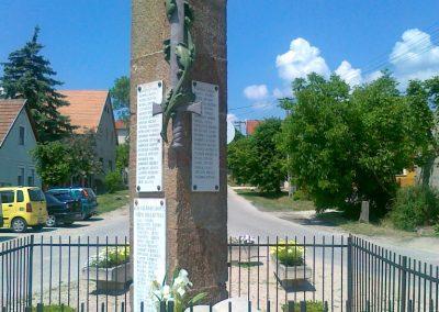 Várpalota- Inota világháborús emlékmű 2011.05.24. küldő-Csiszár Lehel (1)