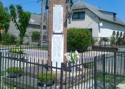 Várpalota- Inota világháborús emlékmű 2011.05.24. küldő-Csiszár Lehel (2)
