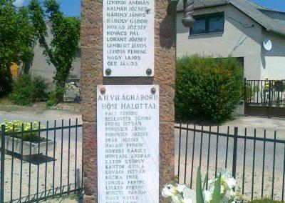 Várpalota- Inota világháborús emlékmű 2011.05.24. küldő-Csiszár Lehel (3)