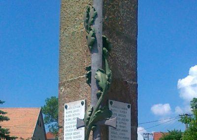 Várpalota- Inota világháborús emlékmű 2011.05.24. küldő-Csiszár Lehel (4)