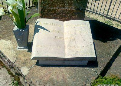 Várpalota- Inota világháborús emlékmű 2011.05.24. küldő-Csiszár Lehel (6)