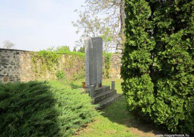 Várvölgy II. világháborús emlékmű 2014.04.13. küldő-Sümegi Andrea (1)