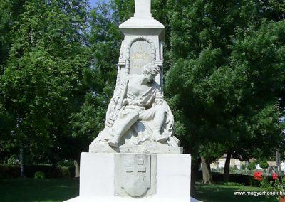 Vásárosdombó világháborús emlékmű 2011.06.12. küldő-Bagoly András (3)