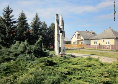 Vásárosnamény II. világháborús emlékmű 2014.02.24. küldő-kalyhas (13)