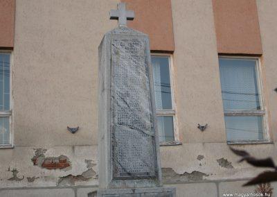 Vécs világháborús emlékmű 2007.07.18. küldő-kalyhas (1)